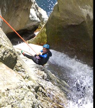 Descente en rappel du canyon des Anelles